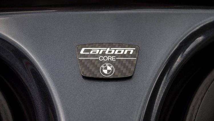 Hệ khung gầm của BMW 730Li được gia cố sợi carbon giúp giảm trọng lượng.