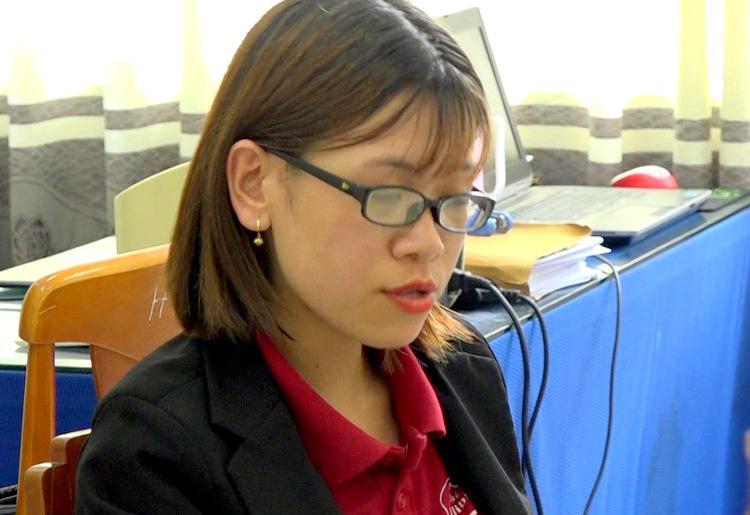 Nguyễn Huỳnh Tố Trinh làm việc với công an thị xã Phú Mỹ. Ảnh: Trường Hà.