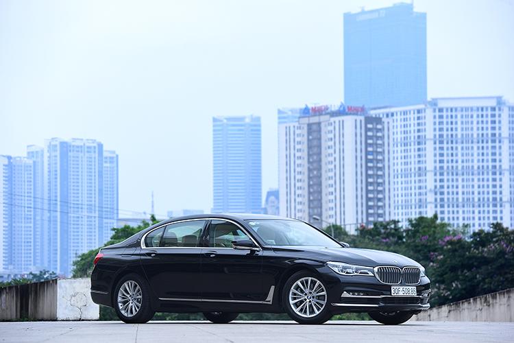BMW 730Li có giá 4,1 tỷ đồng tại Việt Nam. Ảnh: Giang Huy.