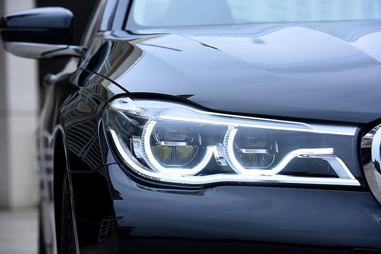 Đèn chiếu sáng công nghệAdaptive LED trên BMW 730Li.