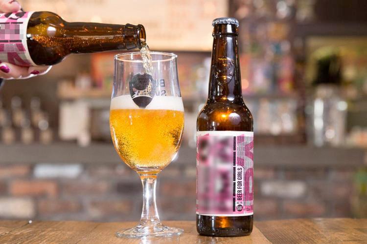Loại bia nhãn hồng được tạm thời chào bán trong dịp Quốc tế phụ nữ 2018.