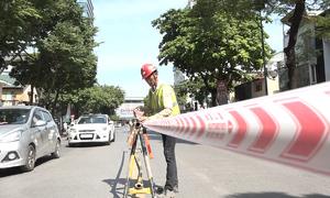 Rào chắn 3/4 làn đường Trần Hưng Đạo để thi công nhà ga metro