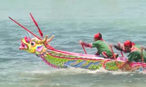 Gần 200 tay chèo đua thuyền tứ linh ở Lý Sơn