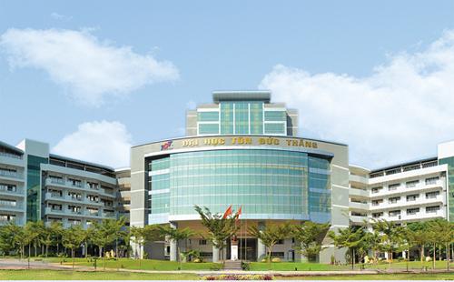 Trụ sở chính của Đại học Tôn Đức Thắng đặt tại Khu đô thị Phú Mỹ Hưng, quận 7, TP HCM.