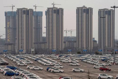 Bãi đỗ ôtô của nhà máy liên doanh Ford tại Trùng Khánh.  Ảnh: Gilles Sabrié