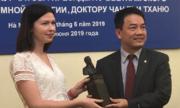 Nhà khoa học Việt được tặng tượng Viện sỹ Igor Kourchatov