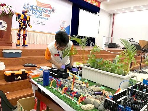 Nguyễn Minh Khang với mô hình dự án kết hợp công nghệ để phát triển y học cổ truyền tại cuộc thi