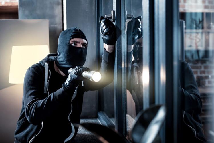 Các phi vụ nghi phạm được giao phó đều được cảnh sát dàn cảnh trước.