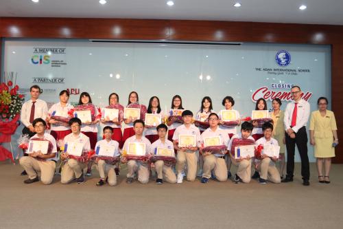Nguyễn Minh Khang và các học sinh khác của Trường Quốc tế Á Châu đạt nhiều thành tích trong các lĩnh vực.