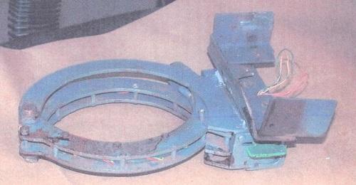 Chiếc khóa dùng để khóa quả bom vào cổ Brian