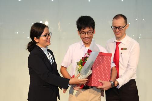 Với những thành tích đạt được trong học tập và nghiên cứu khoa học, Trường Quốc tế Á Châu tuyên dương và chúc mừng Minh Khang tại lễ tổng kết năm học 2018-2019.