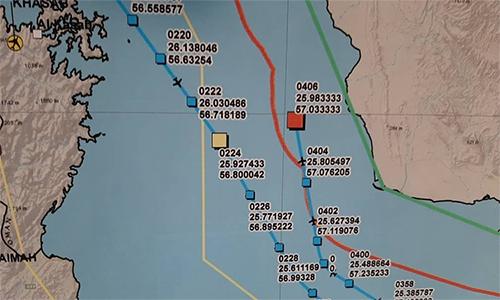 Vị trí UAV RQ-4Ncủa Mỹ nhận cảnh báo từ Iran (ô vuông màu vàng) và vị trí nó bị bắn hạ (ô vuông màu đỏ) ngày 20/6. Ảnh: Twitter.