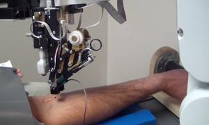 Robot lấy máu trong vòng một phút tại Mỹ