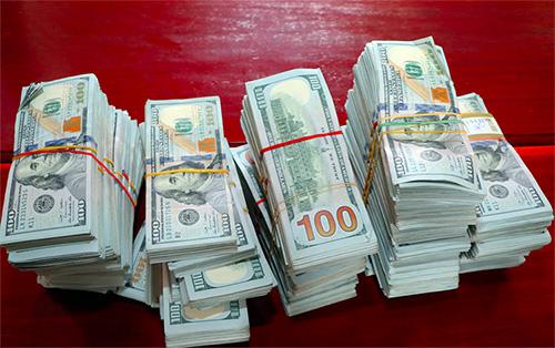 470.000 USD được lực lượng biên phòng An Giang tạm giữ. Ảnh: An Phú