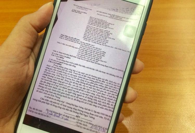 Thí sinh Trịnh Đình Xuân đã chụp đề thi của mình và đăng lên mạng xã hội.