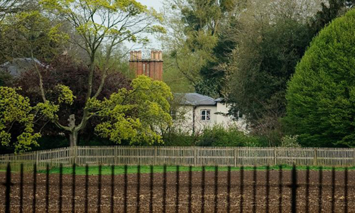 Ngôi nhà mới của vợ chồng Hoàng tử Harry ở phía tây London. Ảnh: AFP.