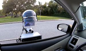 Robot cảnh sát xử phạt người vi phạm giao thông