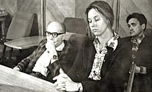 Peterson (giữa) sau khi bị KGB bắt tại Moskva. Ảnh: NPR.