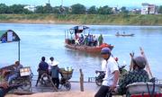 Sĩ tử đi đò miễn phí qua sông Lam