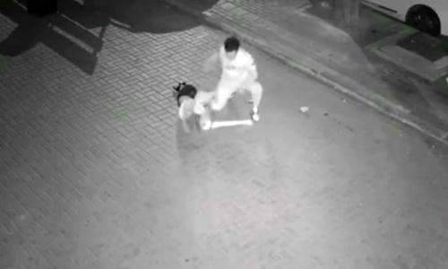 Vụ tấn công xảy ra rạng sáng 22/6 tại quận Cam Tỉnh Tử, thành phố Đại Liên, Trung Quốc. Ảnh chụp màn hình.