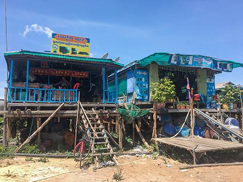 Khu tái định cư ở làng Chnok Tru dành cho những người gốc Việtdi dời khỏi sông Tonle Sap vào năm ngoái. Ảnh: Reuters