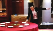 Bồi bàn Trung Quốc sắp bàn tiệc trong 6 giây