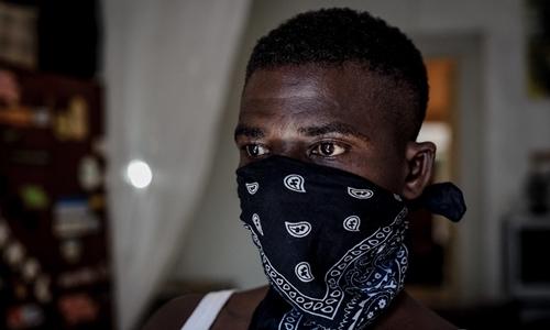 Benjamin, người buôn thuốc phiện cho một nhóm tội phạm Nigeria ở Sicily. Ảnh: Vice.