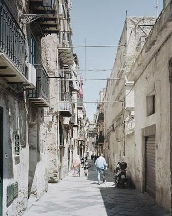 Một con phố ở Palermo, Sicily. Ảnh: Washington Post.