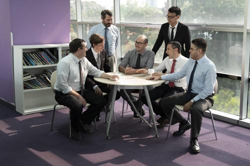 Với đội ngũ giáo viên tiếng Anh trình độ bản ngữ ILA cam kết mang lại chất lượng giảng dạy, đào tạo tốt cho học viên.