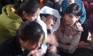 Nữ sinh bỏ thi THPT Quốc gia ở nhà chịu tang bố