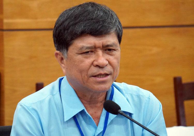 Phó giám đốc Sở Giáo dục và Đào tạo Nguyễn Văn Hiếu trả lời báo chí chiều 27/6. Ảnh: Mạnh Tùng.
