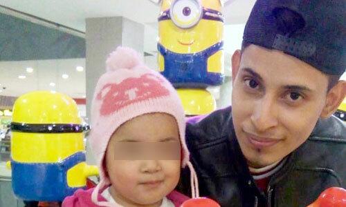 Ramirez và con gái khi ở quê nhà. Ảnh: Metro.