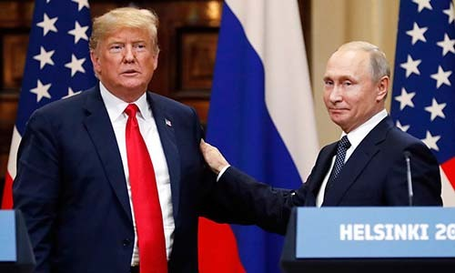 Tổng thống Mỹ Donald Trump (phải) và Tổng thống Nga Vladimir Putin. Ảnh: AP.