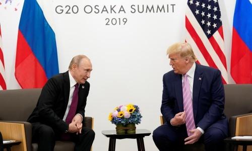 Tổng thống Nga Putin, trái, gặp Tổng thống Mỹ Trump tại Nhật Bản. Ảnh: Reuters.
