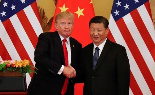 Tổng thống Mỹ Donald Trump (trái) và Chủ tịch Trung Quốc Tập Cận Bình. Ảnh:Reuters.