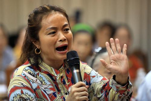 Cử tri Nguyễn Thị Hà đề nghị phải khởi tố việc cưỡng chế sai quy định 4,3 ha ở khu phố 1 - ngoài ranh quy hoạch của chính quyền TP HCM. Ảnh: Hữu Khoa