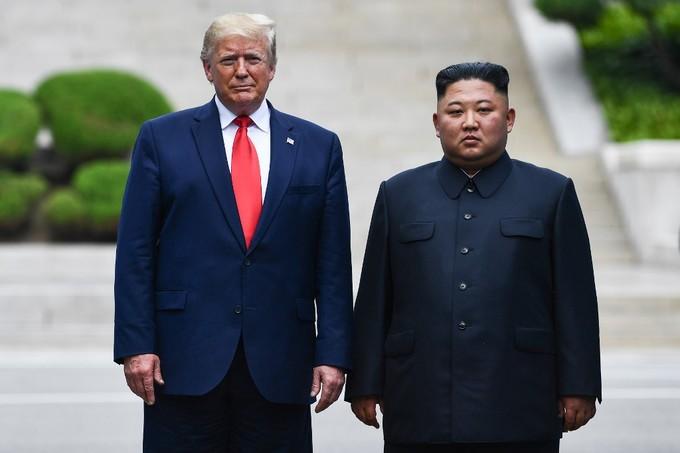 Những hình ảnh 'đi vào lịch sử' trong cuộc gặp Trump - Kim lần ba