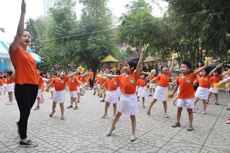 Học sinh lớp 5 tuổi trường Mẫu giáo Việt - Triều (Hà Nội) trong một buổi thể dục đầu giờ. Ảnh: Ngọc Thành