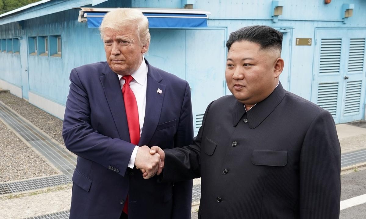 Hơn một giờ gặp gỡ của Trump – Kim tại biên giới liên Triều