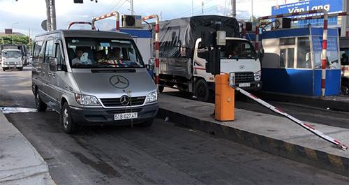 Sau khi thông xe cầu Vàm Cống, tài xế liên tục phản ứng trạm T2 thu phí bất hợp lý nên phải xả từ 25/5 đến nay. Ảnh: Cửu Long
