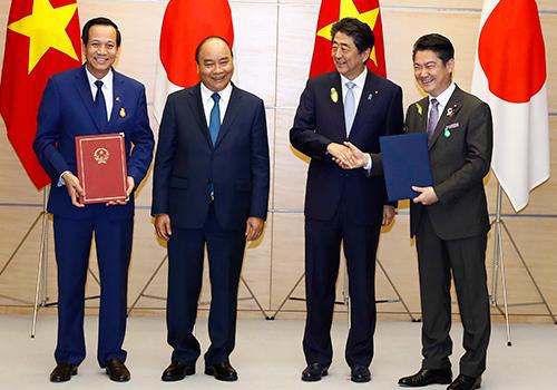 Hai Thủ tướng Việt Nam và Nhật Bản tham dự lễ ký kết. Ảnh: Bộ Lao động, Thương binh và Xã hội.