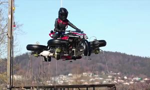 Siêu môtô chạy dưới đường và bay trên không trung tại Pháp