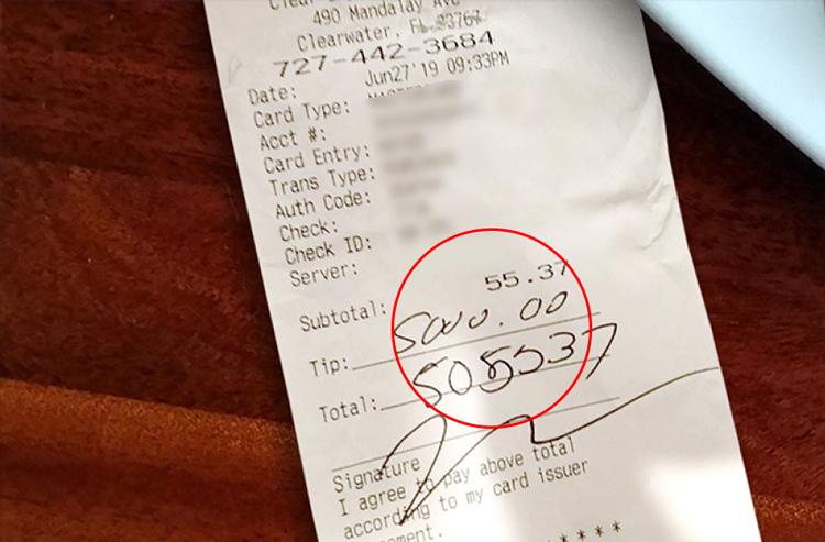 Bữa ăn hết 55,37 USD, nhưng cô gái để lại số tiền tip 5.000 USD.