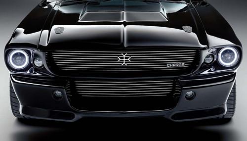 Thay vì logo của Ford là logo hãng xe mới của Anh, Charge Cars.
