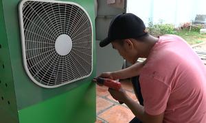 Thợ quảng cáo ở Bình Phước chế quạt hơi nước từ phế phẩm