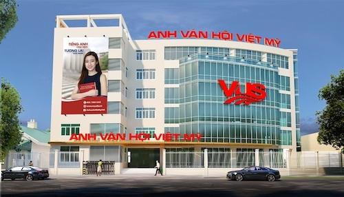 Phối cảnh sảnh chính của VUS Lê Trọng Tấn. Cơ sở có diện tích lớn với quy mô 46 phòng học, nhằm đáp ứng nhu cầu của đông đảo học viên.