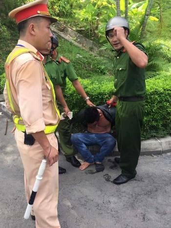 Tài xế Dương bị bắt giữ tại nam hầm Hải Vân. Ảnh: CA