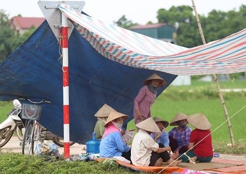 Hà Nội vận động người dân không chặn xe vào bãi rác Nam Sơn - 1