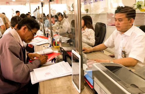 Mỗi công chức của TP HCM phải phục vụ 700 người, cao gấp đôi con số trung bình của cả nước. Ảnh: Tuyết Nguyễn.