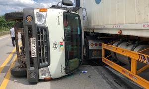 Ba ôtô tông liên hoàn trên cao tốc Hà Nội - Lào Cai